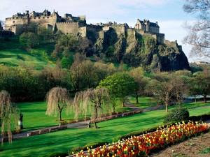 Edinburgh_Castle_Scotland-Wallpaper